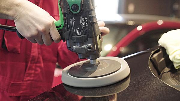 最新の設備と最高級の塗料を使用し、熟練の技術者によって万が一出来てしまったキズ・ヘコミを修復致します!