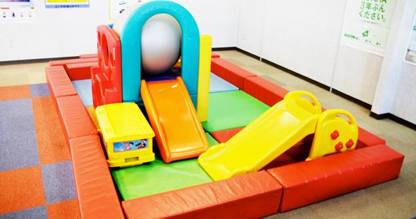 お子様の遊びスペースも完備