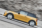 BMW 新型ミニクーパーS(F56・3代目)走行イメージ3