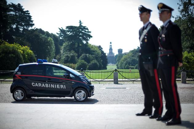 イタリア国家治安警察隊:三菱 i-MiEV