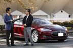 テスラ モデルS オーナーインタビューにて(左)自動車評論家の森口将之氏(右)テスラ モデルSオーナーの西牧哲也氏