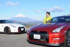 日産 GT-R 2015年モデル(右)とモータージャーナリストの嶋田智之氏