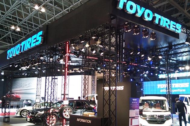 トーヨータイヤ、近未来空間をイメージした「トーヨータイヤブース」大迫力の「ドリフトデモラン」レポートを公開【東京オートサロン2015】