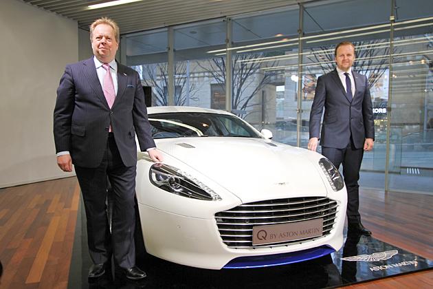 (左から)アストンマーティン最高経営責任者(CEO)アンディ・パーマー氏、アジア・パシフィック地域ディレクターのパトリック・ニルソン氏