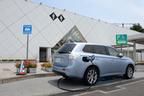 PA・SAで急速充電を利用中のアウトランダーPHEVイメージ