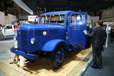 いすゞの前身「ヂーゼル自動車工業」が製造した「TX80型トラック 5t積み」【TMS2015】