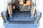 ボディカラー:ソニックチタニウム/インテリアカラー・シートカラー:サンフレアブラウン/タイヤ&ホイール:275/50R21 110Hタイヤ&21×8 1/2Jアルミホイール(切削光輝)
