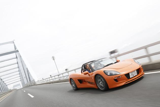 850kgの軽量車体に305馬力のモーター搭載!EVとして復活したスポーツカー「トミーカイラZZ」試乗レポート