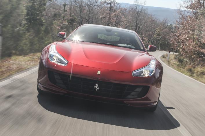 フェラーリGTC4ルッソTは新たな跳ね馬!派生ではない6番目モデルの理由