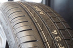 新品タイヤの溝の深さは8mmほどあります