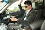 愛車のフーガを運転する本山哲選手