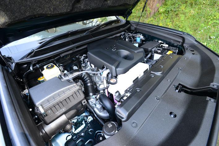 写真はランドクルーザープラド用1GD-FTV型ディーゼルターボエンジン