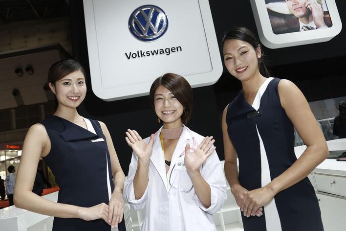 【動画あり】VWブースのコンパニオンはモデル系美女が勢揃い!ゆっきーなは次世代ワーゲンバスに大興奮!【東京モーターショー2017】