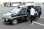 初試乗! トヨタのJPNタクシーが、見た目以上に「未来」を感じる乗り心地だった! 試乗体験プログラムで次世代タクシーに乗ってみた【東京モーターショー2017】