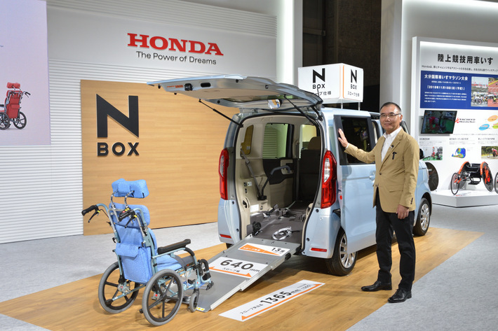 """ホンダ N-BOXに新しく追加された「スロープ仕様」は""""第3のN-BOX""""だ!【バリアフリー2018展】"""