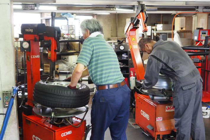 あらかじめタイヤを組み込んだホイールは短時間で交換作業が終わる
