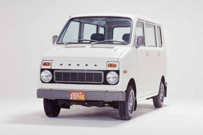ホンダ ステップバン:昭和47年から49年に生産された360ccの軽自動車  ボディサイズ全長3000mm×全幅1300mm×1620mm 価格は37万6000円から