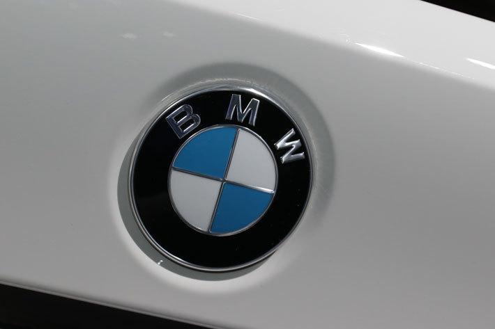車のエンブレム:BMW