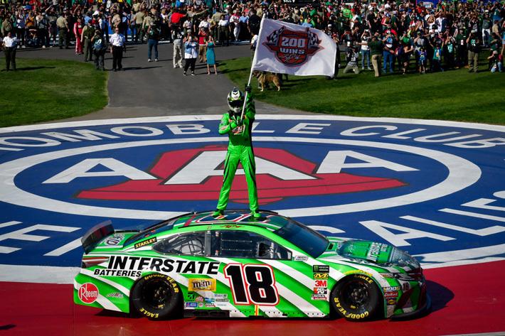 NASCARにトヨタ カムリで参戦するカイル・ブッシュ選手、通算200勝を達成