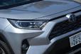 トヨタ ハリアー売り行き好調で販売台数3割ダウンのRAV4。 PHVの復活で巻き返しを狙う
