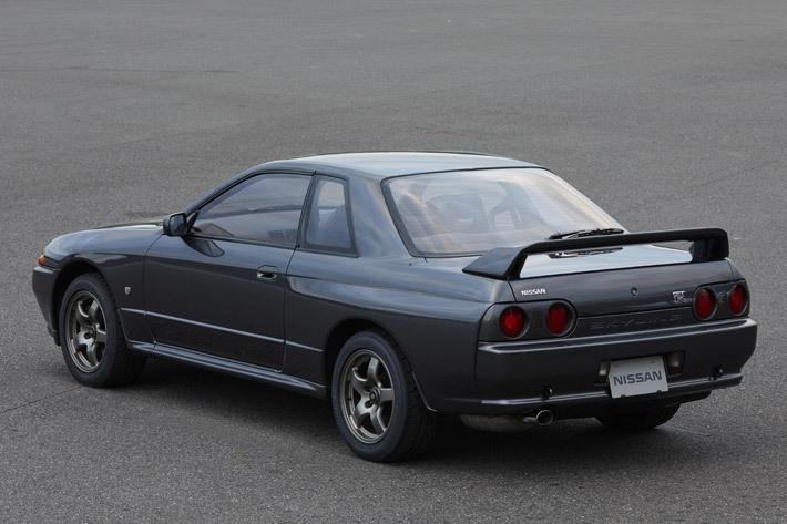 ■全長×全幅×全高:4545mm×1755mm×1355mm ■エンジン:直列6気筒 2568cc ガソリンターボ ■最高出力:280PS/6800rpm ■最大トルク:36.0kg・m/4400rpm ■トランスミッション:5速MT ■駆動方式:4WD ■販売期間:1989年~1994年 ※スペックは、1993年式 R32スカイラインGT-R Vスペック