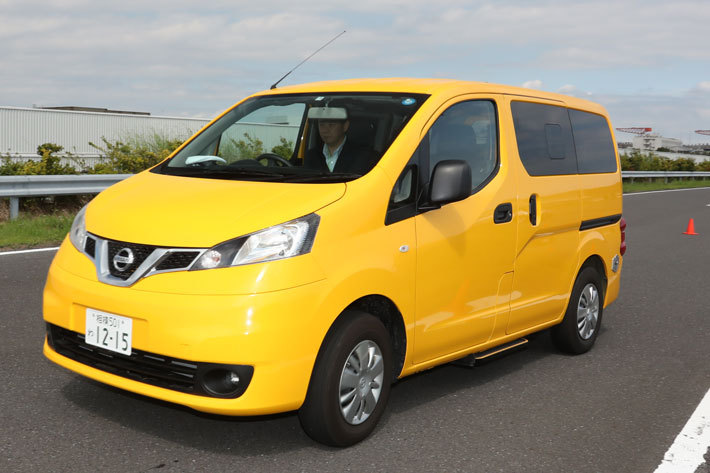 写真は2021年春まで生産されていたNV200バネットのタクシーキャブ仕様