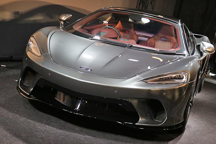 最高時速326km/hの新型マクラーレンはゴルフバッグも簡単に積める!?|マクラーレン 新型GT 発表会
