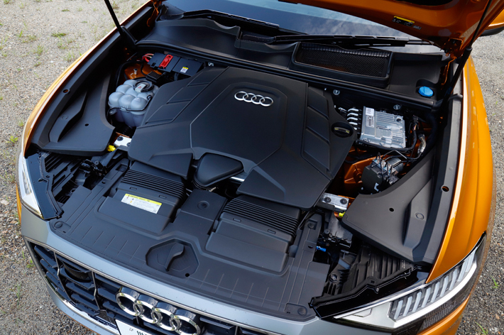 Audi Q8 55 TFSI quattro debut package S line