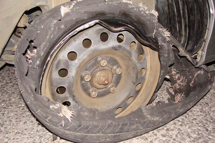 タイヤ パンク・バースト
