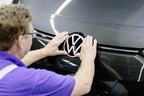 巨大なオラオラグリルが流行るなかで、VWがあえてロゴをシンプルにリニューアルした理由