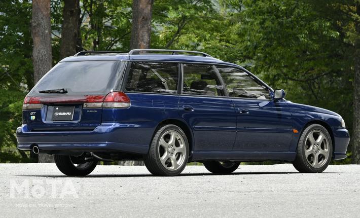 ■全長×全幅×全高:4670mm×1695mm×1490mm ■エンジン:水平対向4気筒 1994cc ガソリンターボ ■最高出力:250PS/6500rpm ■最大トルク:31.5kg・m/5000rpm ■トランスミッション:5速MT ■駆動方式:4WD ■販売期間:1993年~1998年 ※スペックは、1993年式 レガシィツーリングワゴン 2.0RS Bスペック