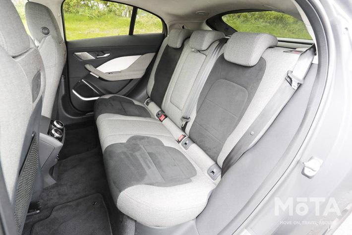 フラットなフロアや後席の座面下にも収納を備えるなどEVのメリットを最大限に使っている