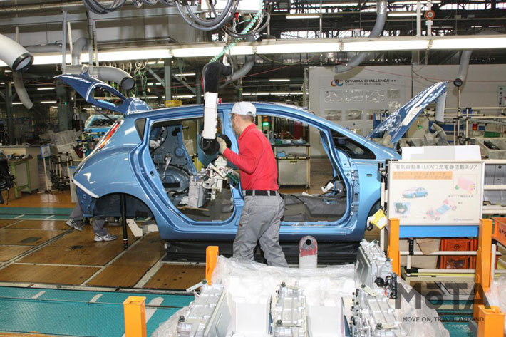 日産 追浜工場での電気自動車生産ライン
