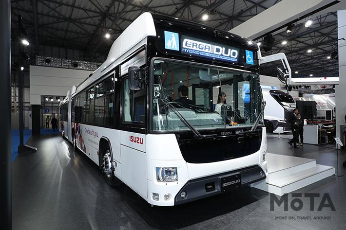 全長18メートルの路線バス!? いすゞブースへオトナもコドモもまっしぐら【東京モーターショー2019】