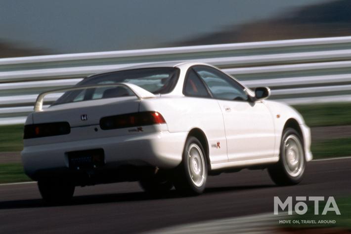 ■全長×全幅×全高:4380mm×1695mm×1320mm ■エンジン:直列4気筒 1797cc ガソリン ■最高出力:200PS/8000rpm ■最大トルク:18.5kg・m/7500 ■トランスミッション:5速MT ■駆動方式:FF ■販売期間:1995年~2001年 ※スペックは、1995年式 1.8 MT 3ドアクーペ(DC2型)