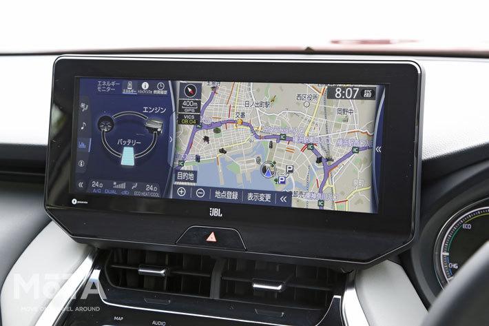 ご覧の通りナビと車両情報などといった2つの情報を同時に表示可能となっている。写真左側の部分はタッチすれば右側に移動ができるため、運転席/助手席それぞれからエアコンの操作が可能な仕様となっている
