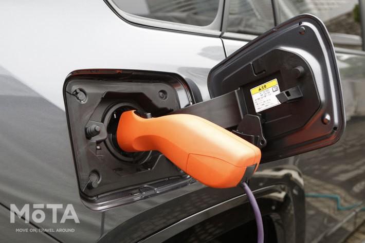 RAV4 PHVに備わる「AC外部給電システム(ヴィークルパワーコネクター)」