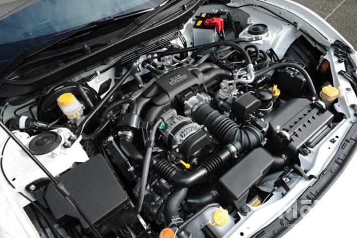 スバルの低重心な水平対向エンジンにトヨタの直噴技術が組み合わされた