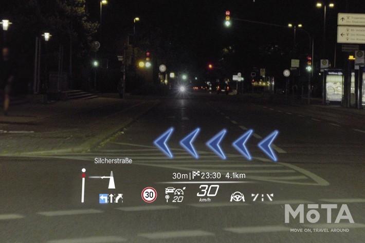 ARナビと組み合わされるのはヘッドアップディスプレイだ。77インチ相当の大画面が10m先に表示され、運転中は視線移動なしでドライブすることが可能
