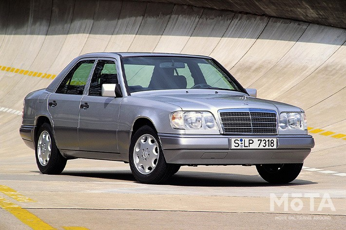 ■全長×全幅×全高:4740mm×1740mm×1445mm ■エンジン:直列6気筒 3199cc ガソリン ■最高出力:225PS/5500rpm ■最大トルク:32.30kg・m/3750rpm ■トランスミッション:AT ■駆動方式: ■販売期間:1985年~1995年 ※スペックは、1993年式 E320 AT 左ハンドル