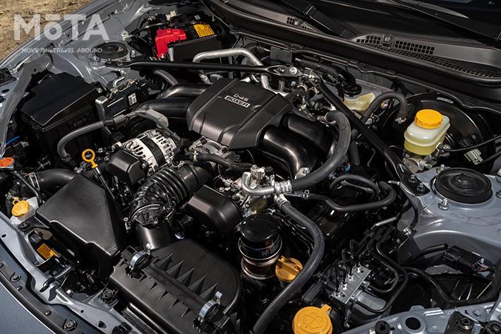 新開発の2.4リッター水平対向エンジン