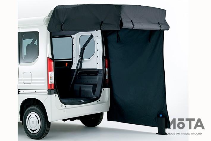 テールゲートカーテン(ブラック/テールゲート開口時吊り下げタイプ/収納袋付)/2万4200円(ホンダアクセス),マリンレジャーでの屋外着替えスペースとして、あるいはちょっとした日除け代わりにも活用出来る