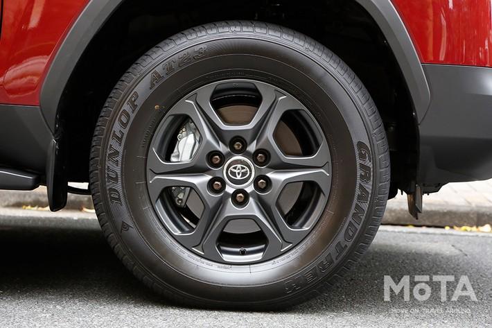 最上級グレード「ZX」の20インチタイヤ,他グレードに備わる18インチタイヤ(写真はGRスポーツ)