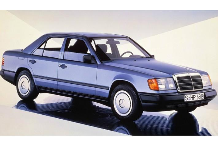 初代LSのひとクラス下のモデルであったメルセデス・ベンツ ミディアムクラスとほとんど同じ450万円であったために、バーゲンプライスであったのだ