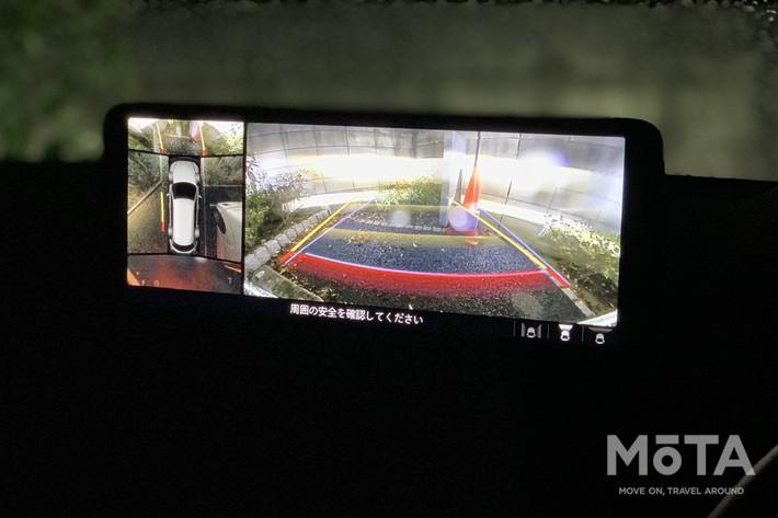 任意で表示させることも可能で、その際は運転席右側にあるスイッチで操作することとなる