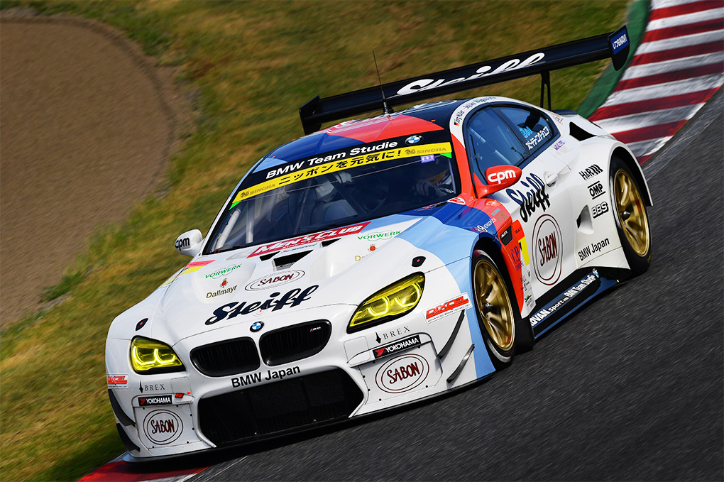 アジアで初となるBMW公認レーシングチーム「BMW Team Studie」に。マシンをM6 GT3へと変更し、同じくスーパーGTの300クラスにエントリー。ここでもBBS V7をベースにしたレーシングホイールを装着していた